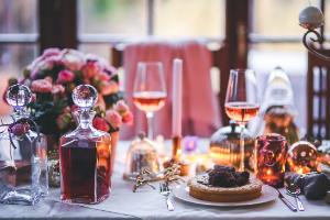 festive-glasses-table